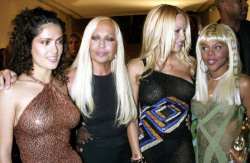 acidarmor:  Selma Hayek, Lil Kim, and their custom Versace leather handbags.