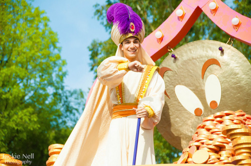 disneyendlessmagic:  Mickey's Soundsational Parade - Aladdin's Magical Cymbal Celebration by caliscreamindreamin on Flickr.