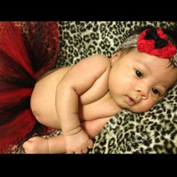 My 1 month old lil mama. 👼 Looking like million bucks! 💰💰💸 You can call her Mili 😉 Sokavy Mililani Espinosa Hem 😻❤   @sweetsokavys @xxhavyxx #madebyyourstruly #tutu #headband #cheetah #igbaby #onemonth #ilovehertodeath