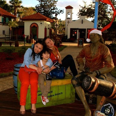 With @purpleazel and mishkoy and our pirate friend #tbt #orlando #miniaturegolf #imu #igerspinoy #throwbackthursday #potd