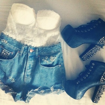 smile-because-you-are-beautful:  I love this outfit<3