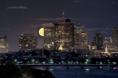 urbanthesia:  Moon over Boston by Werner Kunz on Flickr.