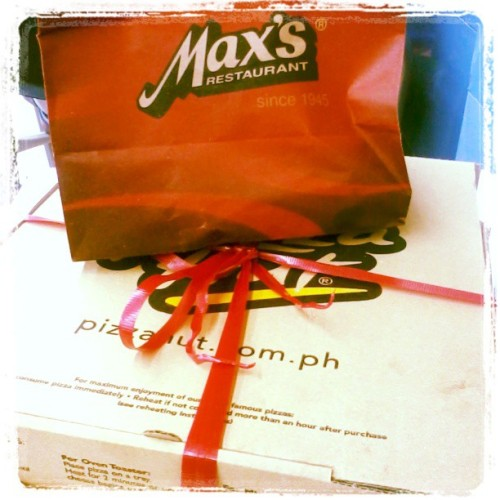 Thanks to Max's Restaurant & Pizza Hut Philippines <3 This is for the birthday girl <3 #instafood #foodlovers #foodporn #pizza #MaxRestaurant