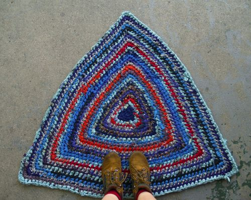 Blue & Red Triangle Crochet Rag Rug~ In my shop! (bravehandtextiles.etsy.com)