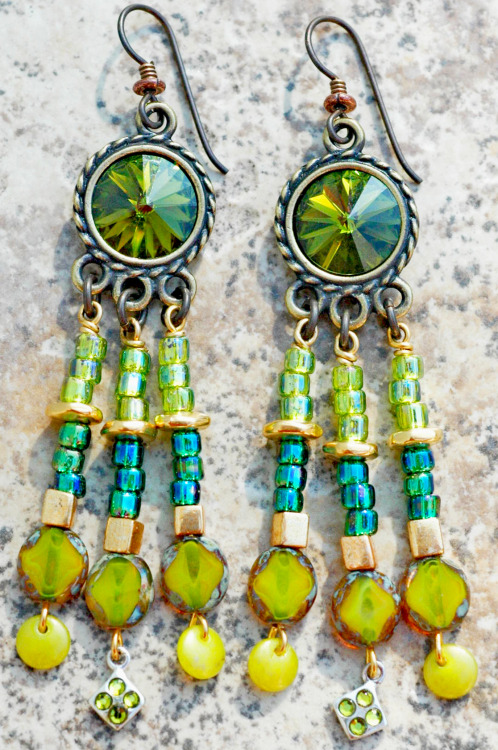 Exotic Emerald Earrings: Exotic Emerald Green Crystal Sparkle Chandelier Earrings