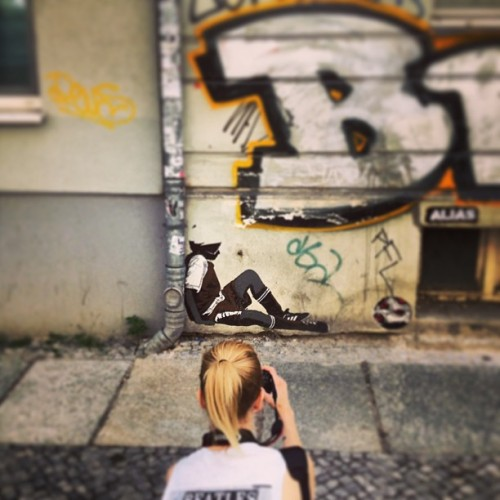 best #hangover activity. discovering #banksy #streetarts in #berlin. #today  #art @mondaynegatives  (at Alexanderplatz)