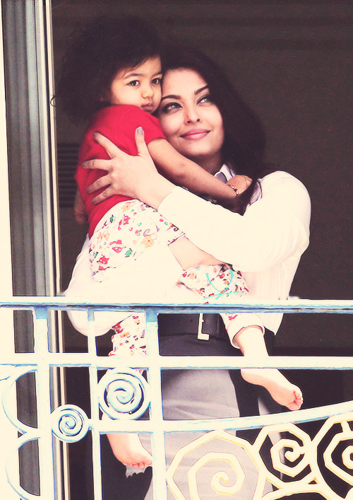 Aishwarya Rai and baby Aaradhya on the balcony of the Hotel Martinez