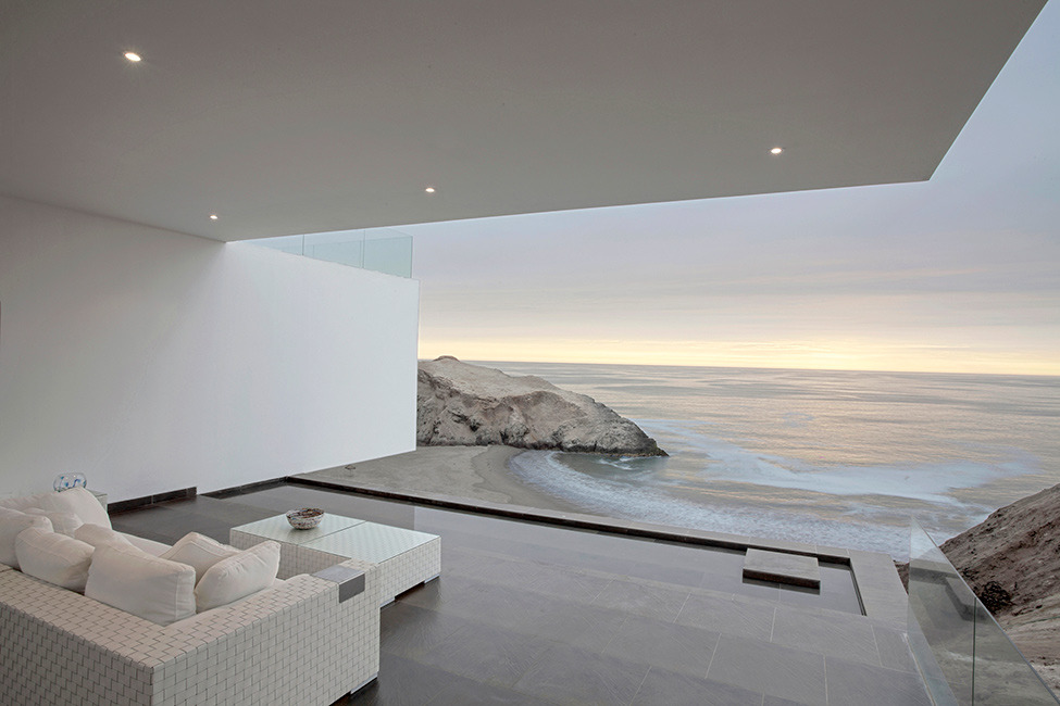 infohome:  Detached house with ocean view