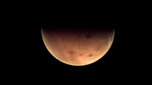 scinerds:  New Mars Photo Christens Deep-Space Antenna     Europe's newest deep-space tracking station has received its first interplanetary message: a photo of a half-lit Mars as seen by an orbiting spacecraft.