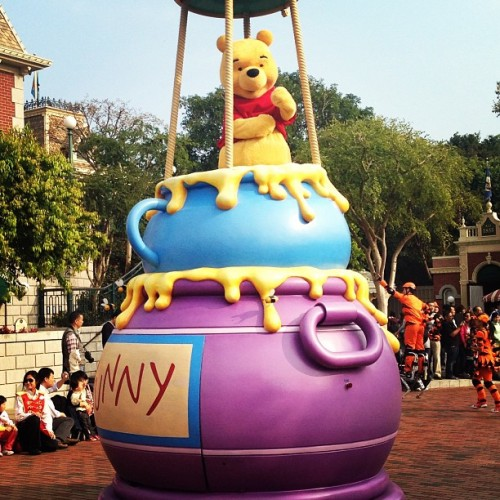 Pooh. 😀 (at Main Street USA 美國小鎮大街)