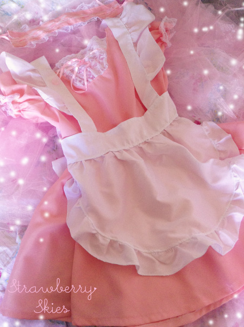 strawberryskies:  Strawberry Skies Maid-chan giveaway! ✧・゚: *✧・゚:* \(◕‿◕✿)/ *:・゚✧*:・゚✧ Hi all ♡ Since my last Sailor uniform give-away was so much fun, I decided to do another one! This time I'm giving away a maid costume! Details:  This is a giveaway for my followers only  If you aren't following me and would like to enter, please feel free to follow! Please do not reblog more than once a day No giveaway blogs or fake accounts please You must be over 18 or have parental consent to enter Please have your ask box open in case you win Winners must respond within 48 hours to being notified Should you win, you will have to give me your postal address I will pay for international postage Size S-M This is a private giveaway and not in association with tumblr  Giveaway closes: April 22nd  I hope you enjoy this giveaway! Feel free to send me any questions ♡\(◕△◕✿)/   *please do not remove the above text*