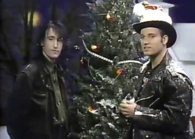 slicingeyeballs:  '120 Minutes' Rewind: Trent Reznor spends Christmas Eve with Dave Kendall — 1989 | WATCH  oh i remember watching this. i was so spastically into nine inch nails. (that hasn't actually changed).