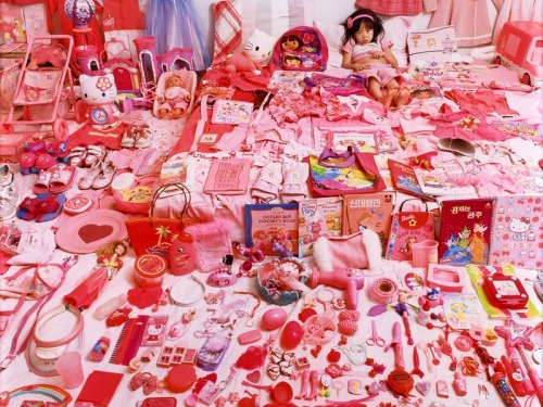 JeongMee Yoon, SeoWoo and Her Pink Things, The Pink Project,2005.
