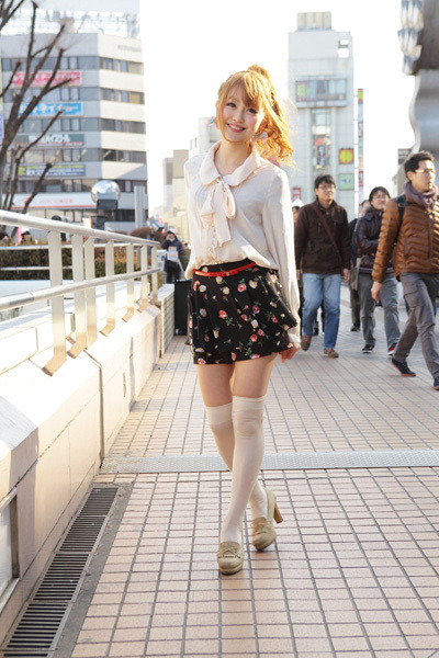 gyaru-coordinates:  Brands : INGNI (Skirt) and  Shimamura (top)