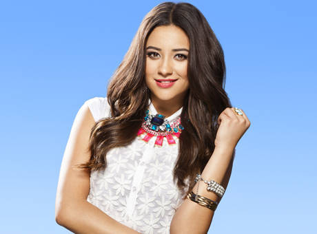 prettylittleliarsbywetpaint:   Shay Mitchell Dishes on Paily, Ali Flashbacks and More!