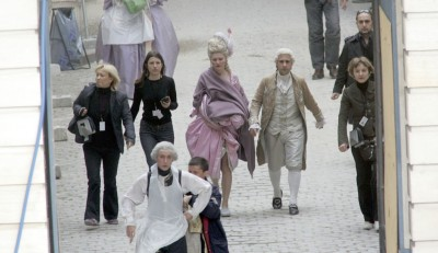 tiny-librarian:  Behind the scenes during the filming of Marie Antoinette.