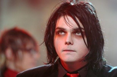 gerardandlindseyway:  (click pic for HQ) TRL @ MTV Studios on Times Square, New York City, NY. 17/01/05