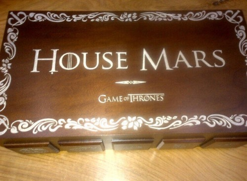 @BrunoMars    Thank you to everyone at Game Of Thrones for this awesome gift. So Stoked for the 3rd season #TeamKhaleesi pic.twitter.com/hu1yIGXIef