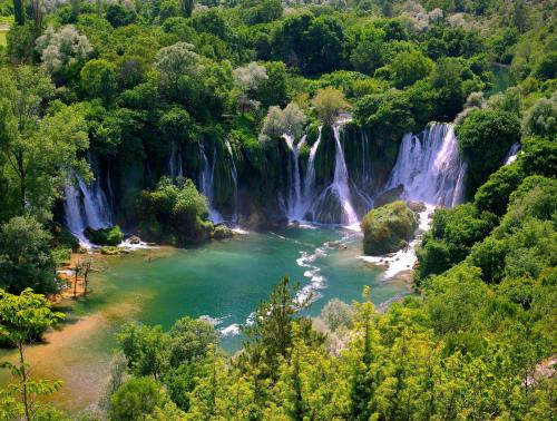 outstandingplaces: Kravica, Bosnia- Beautiful natural waterfalls. (outstandingplaces.com)
