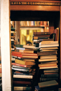 brutalgeneration:  Autoportrait à Shakespeare and Company   (by The girl with many eyes)