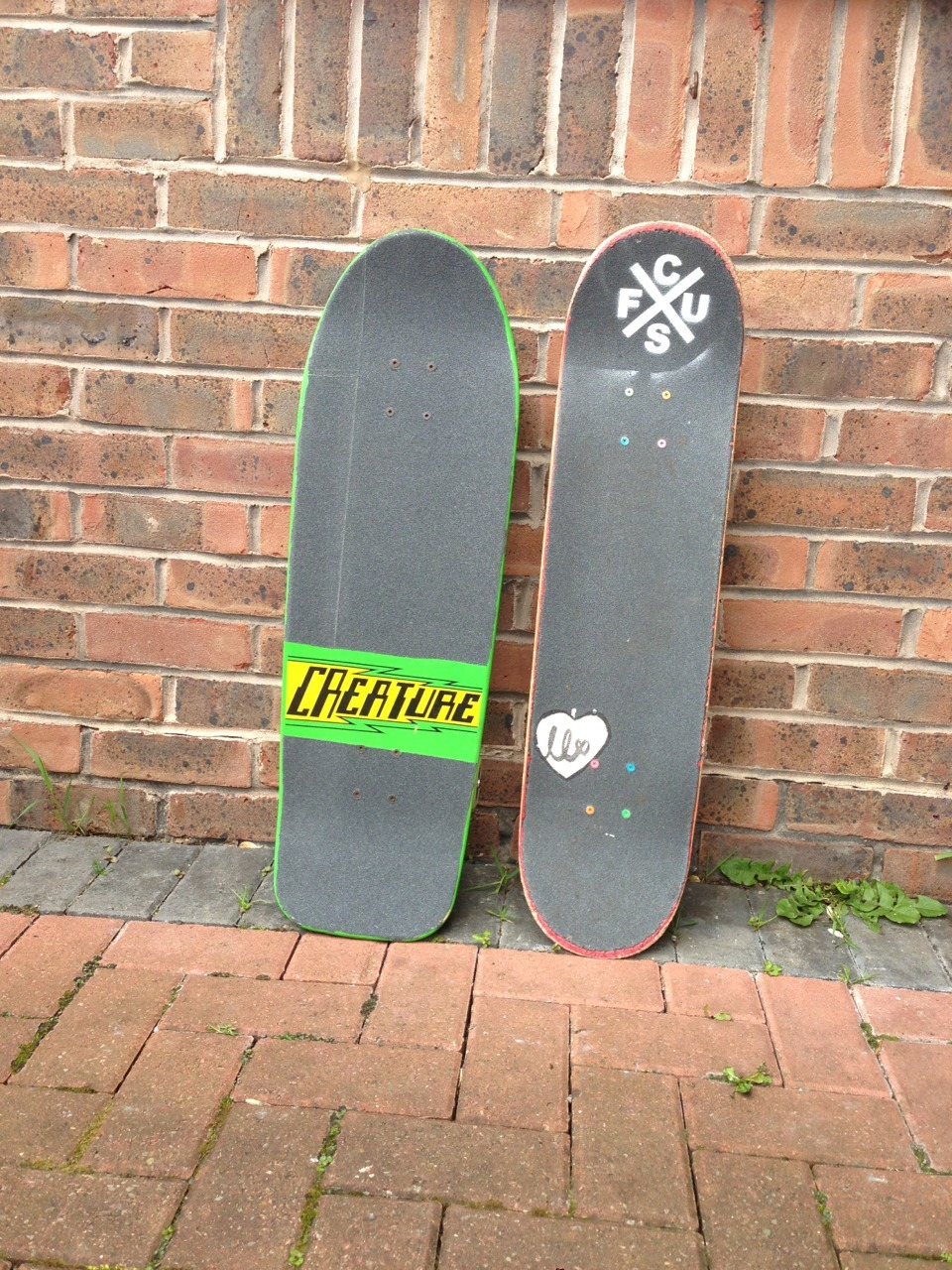 Today Me and Danny set up his fish board. It's a 9.8 with 66mm wheels and some stupid huge independents! So cool.