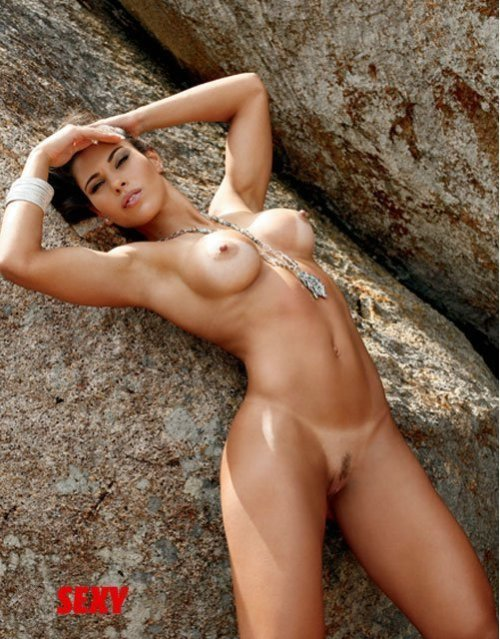 Sexy toned girl nude