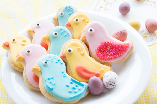 gastrogirl:  colorful bird sugar cookies.