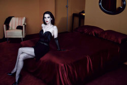 Winona Ryder x Interview MagazineWinona Ryder nos hace recordar sus días de adolescente dark en la Interview MagazineMayo 2013,…View Post