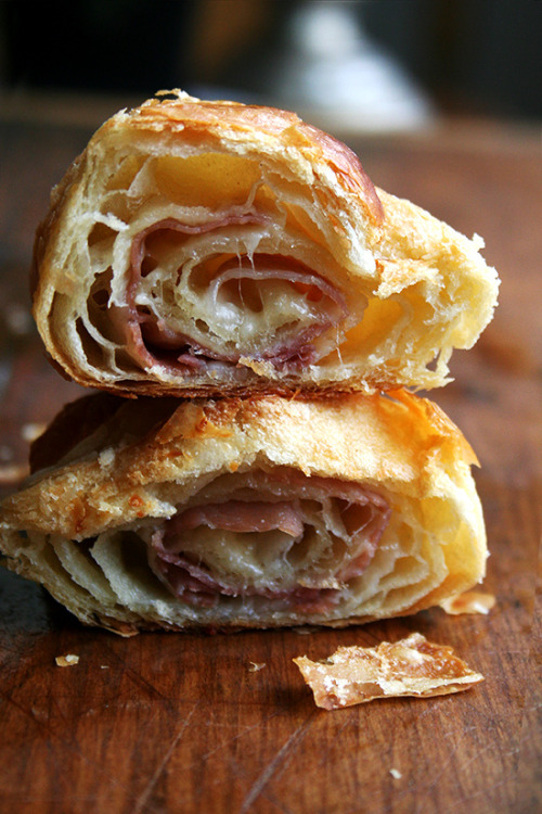 faysbook:  elephantinthepicture:  Prosciutto & Gruyère Croissants  I just woke up and saw this and now I am gently weeping.