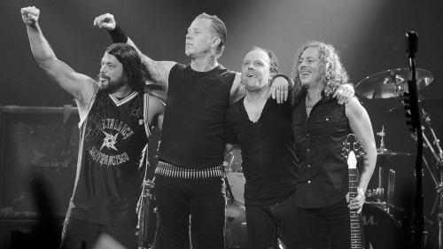 Metallica Celebrate with 27 New Albums by Dec 31