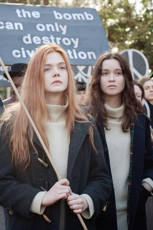 suicideblonde:  Elle Fanning and Alice Englert in Ginger & Rosa