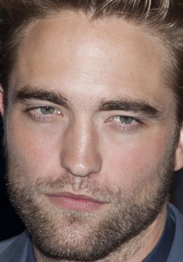 albalola:  featheredheadboard:  InFUCKINGcredible Rob Gorgeous Goodness always cheers me up.  ohhmy dear god <3