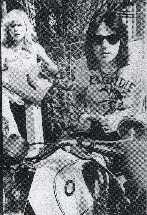 lbgstokedonspokes:  Debbie Harry and Joan Jett