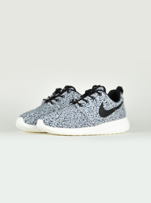 shoe-pornn:  Nike Roshe Run WMNS-Black/Grey Texture.