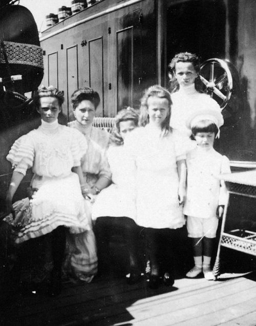 Alexandra Feodorovna and her children aboard the Standart: 1908.