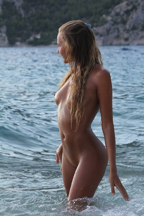 perfect-curves:  In the waves.