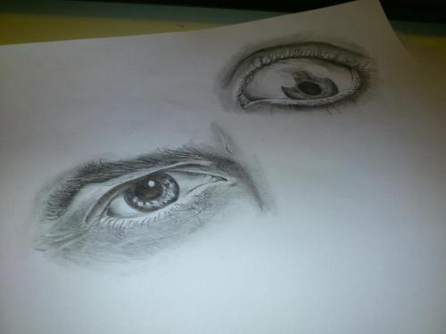 next-to-your-flame:  Was ill today at home so did some sketches of eyes.. merrrrr