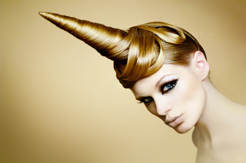 unicorndaily:  who would like to do my hair???  unicornio