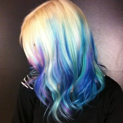 bleachlondon:  I sea blue by @sharmainecox