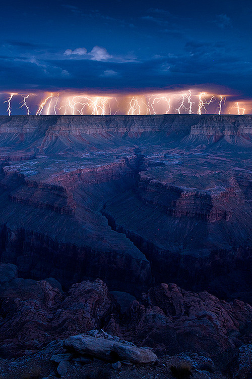 vurtual:  Grand Monsoon (by Dan Ransom)Crazy monsoon action resulted in a wild electrical storm at the Grand Canyon.