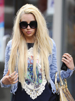tabbydarling:  kathybethterry:  Amanda Bynes steps out for breakfast in Harlem, NY - May 10th, 2013   She looks so different