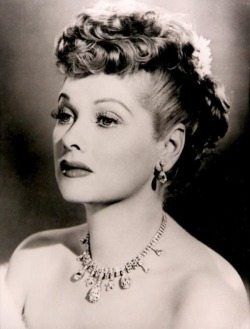 lumiere-de-velours:  the stunning lucille ball <3  GORGEOUS!!!