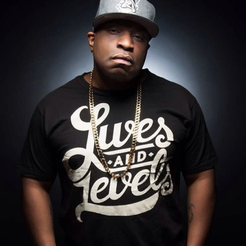Serocee in the Black Script T-Shirt WWW.LIVESANDLEVELS.COM #livesandlevels