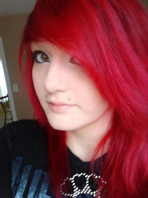 hair is all red :'3
