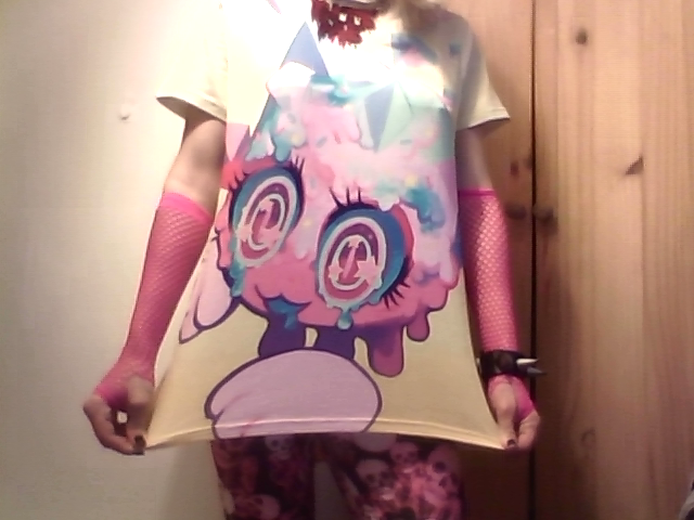 Great new look courtesy of Yiq / GInsengandhoney ! A+ shirt design from their Printalloverme #selfies#yiq#ginsengandhoney