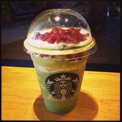 mf351h:  Red Beans Green tea Cream Frappeccino in Taiwan #yummy #starbucks #taiwan #taipei #frappeccino   (Starbucks 星巴克 慶城門市)
