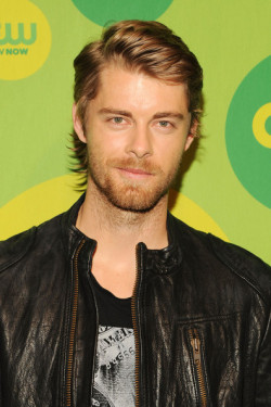 2013 CW UPFRONT PRESENTATION - LUKE MITCHELL (AUSSIES REPRESENT) 'I Am Starstruck' International Feature It's UPFRONTS season in Hollywood at the moment!  TV executives are prepping their flashy presentations for advertisers and the best part of these events is that the stars of the shows hit the red carpet themselves. The 2013 CW Upfront Presentation was held on Thursday at the London Hotel in New York City. At 'I Am Starstruck', we absolutely love supporting local Aussie talent so the fact that some of our own home grown hotties are making their mark in Hollywood is super exciting to the max! Former 'Home and Away' star and now 'The Tomorrow People' actor Luke Mitchell hit the red carpet with a new rock star look complete with leather jacket and sexy beard. Image Source: Zimbio
