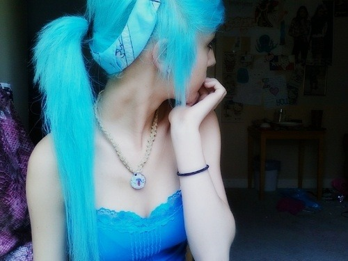 beautifulnighttodie:  love this shade of blue!