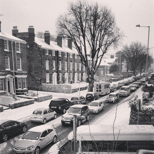 View from my window traffic has come to a standstill because of the snow. 2inches of snow and England comes to a standstill :o