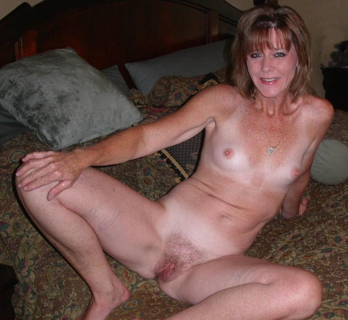 Mature small tits amateur mom